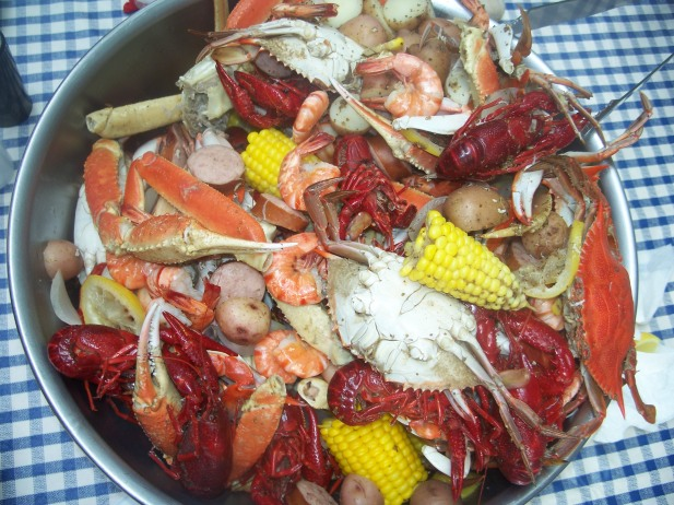 Low country boil, picture courtesy of Traci Meehan at www.pinterest.com
